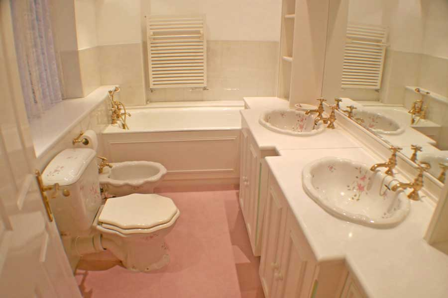 Pros and Cons to Carpet in the Bathroom